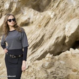 Fotografia mody, modelka w okularach przeciwsłonecznych
