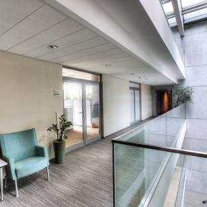 fotografia architektury i wnętrz, widok wnętrza biurowca