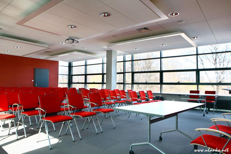 Fotografia architektury i wnętrz, sala wykładowa