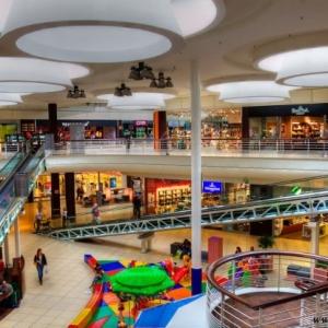 Fotografia architektury i wnętrz, zdjęcie galerii handlowej wewnątrz