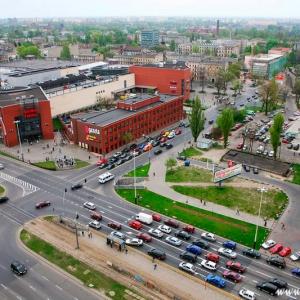 Fotografia architektury i wnętrz, widok z lotu ptaka na galerię handlową w Łodzi
