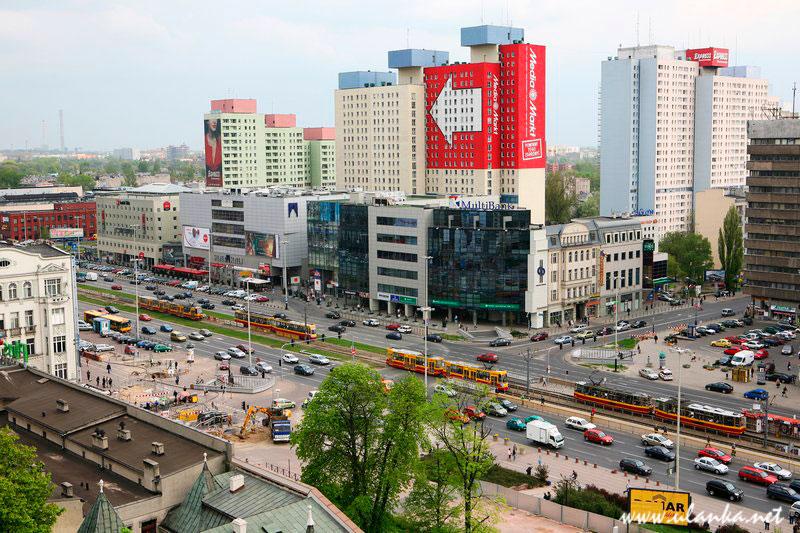 Fotografia architektury i wnętrz, widok na jedną z głównych ulic Łodzi oraz osiedle