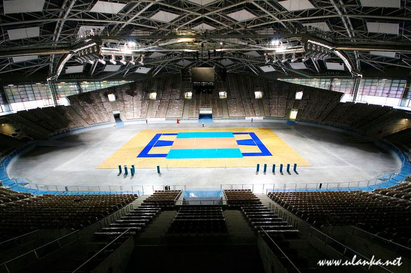 Fotografia architektury i wnętrz, pusta hala sportowa