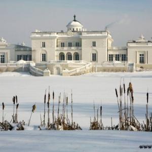 Fotografia architektury i wnętrz, widok na pałac zimą