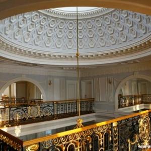 Fotografia architektury i wnętrz, wnętrze pałacu, sklepienie