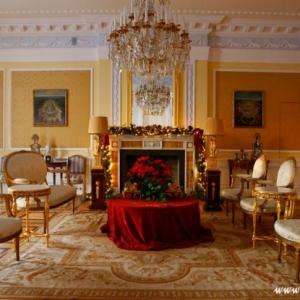 Fotografia architektury i wnętrz, salon pałacu z kominkiem
