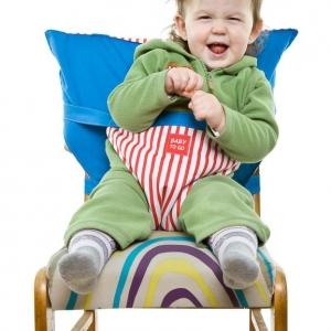 packshot - fotografia produktu, dziecko siedzące na foteliku