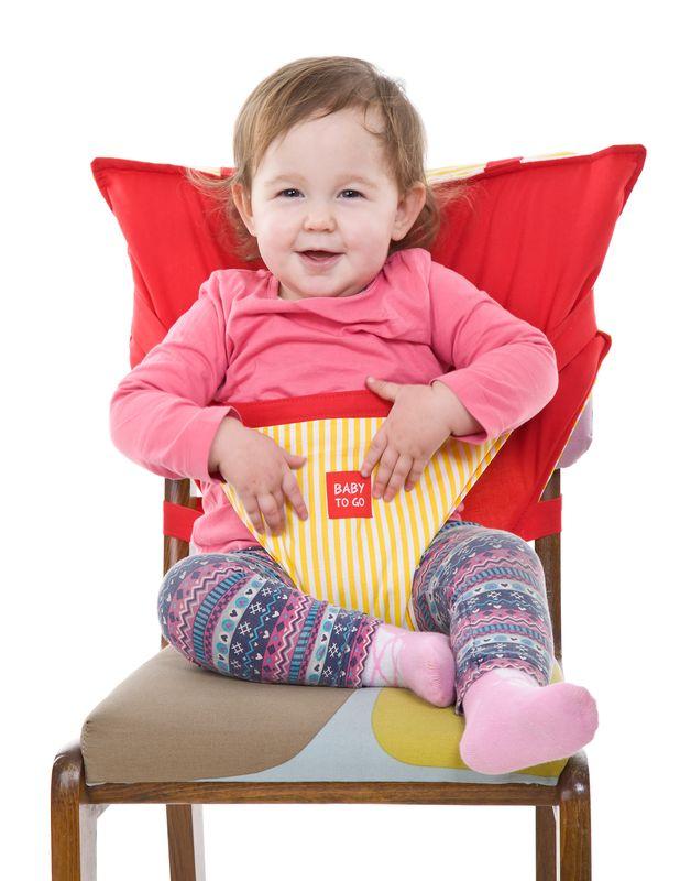 packshot - fotografia produktu, dziecko na foteliku dzięciecym