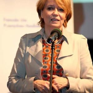 Fotografia reportażowa, kobieta przemawiająca na konferencji