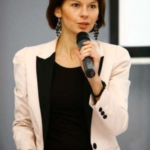 Fotografia reportażowa, przemawiająca kobieta