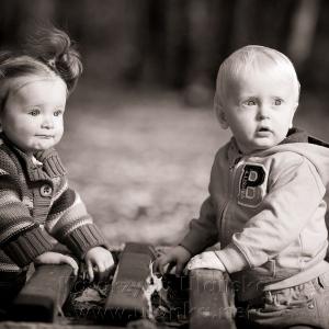 Czarno biała fotografia dzieci