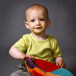 Kolorowa fotografia małego chłopca