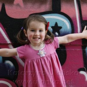Kolorowa fotografia dziewczynki