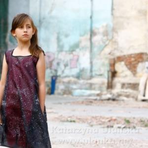Dziewczynka stylizowana na modelkę