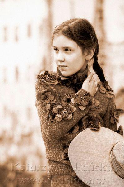 Fotografia dziewczynki stylizowanej na modelkę
