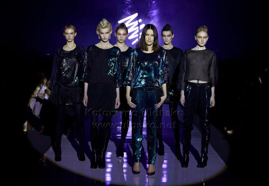 Fotografia eventowa, sześć modelek na wybiegu