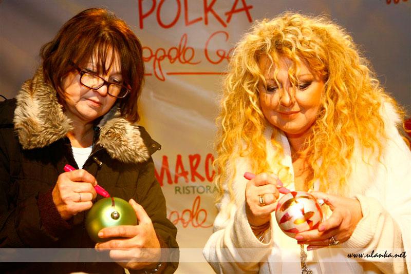 Fotografia eventowa, Magda Gessler malująca bombkę świąteczną