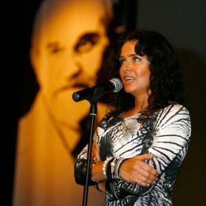 Fotografia eventowa, kobieta przemawiająca podczas uroczystości