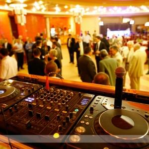 Fotografia eventowa, impreza i mikser DJ'a