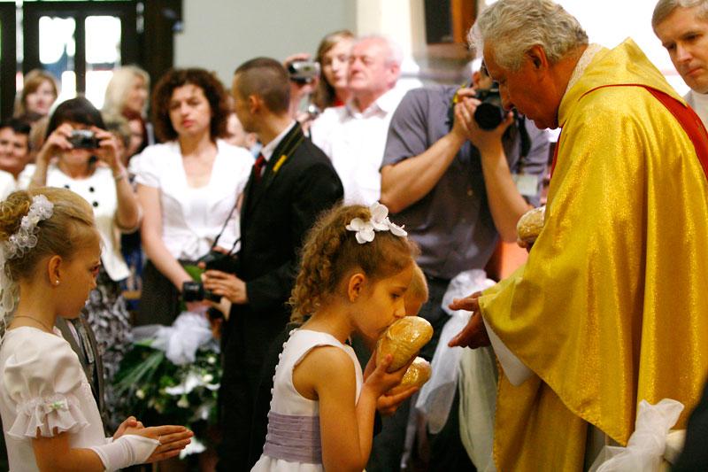 Fotografia komunijna - zdjęcie z kościoła