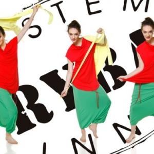 Fotografia mody, trzy zdjęcia modelki w ruchu