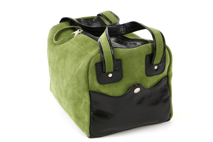 Packshot fotografia produktu, zielona torba skórzana