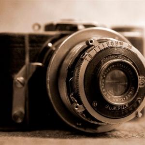Packshot fotografia produktu, stary aparat fotograficzny w sepii