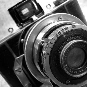 Packshot czarno-białe zdjęcie obiektywu starego aparatu fotograficznego