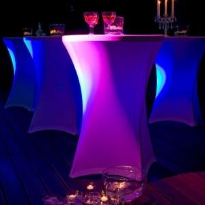 Packshot, oryginalne stoły ze świecznikami