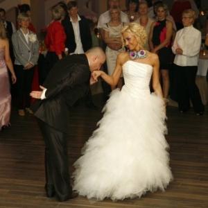 Fotografia ślubna - wesele, taniec z panną młodą