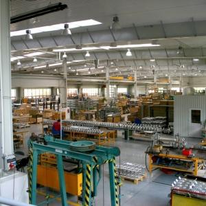 fotografia wizerunkowa fabryki, hala produkcyjna