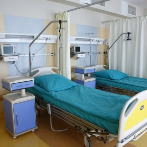 fotografia wizerunkowa, pościelone łóżka sala pooperacyjna