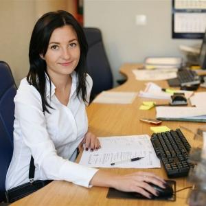 fotografia wizerunkowa, kobieta przy komputerze