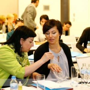 Fotografia reportażowa, zdjęcie reportażowe z warsztatów kosmetycznych