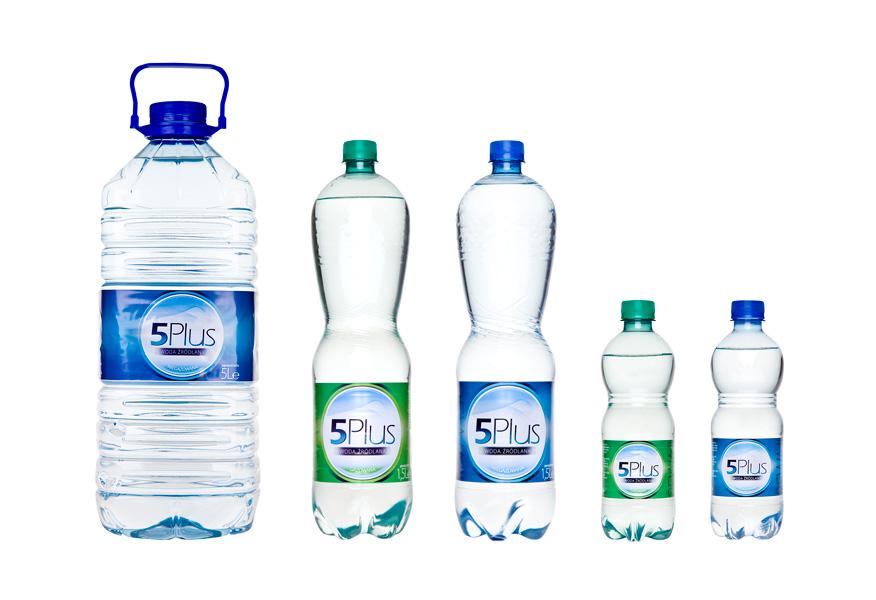 packshot - fotografia produktu - zestaw wody butelkowej do picia
