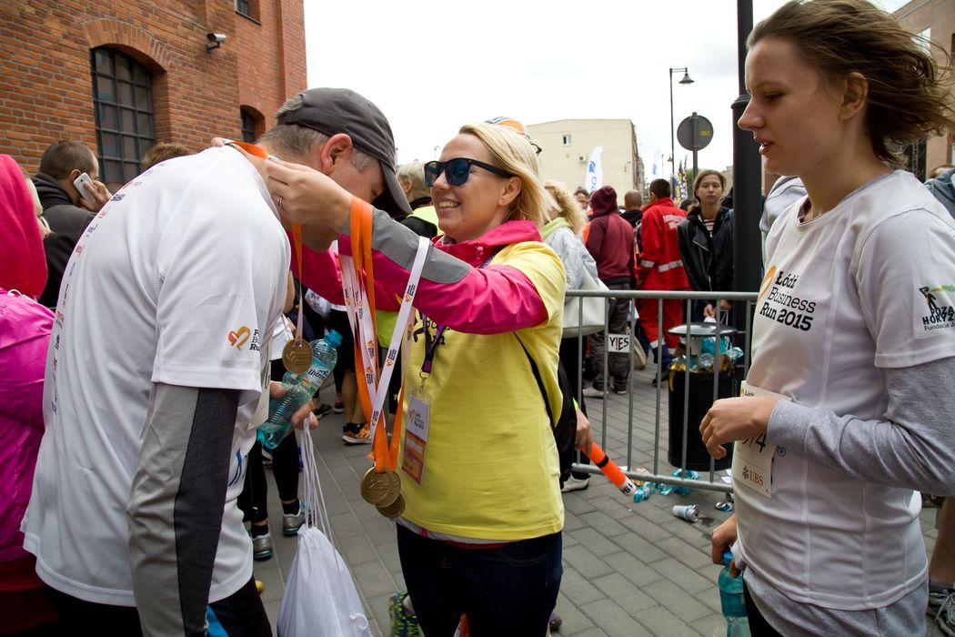 Rozdawanie medali na Łódź Business Run